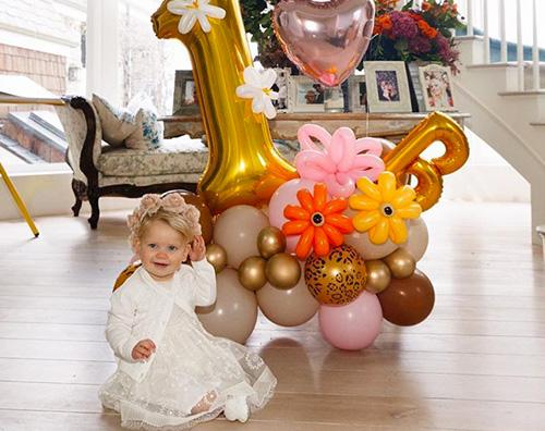 birdie mae Jessica Simpson festeggia il primo compleanno di Birdie