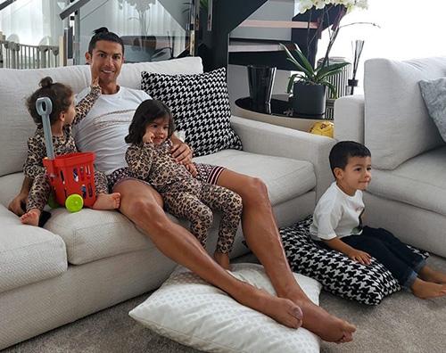 cristiano ronaldo Cristiano Ronaldo: Restate a casa