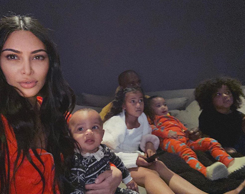 kim kardashian Kim Kardashian cerca idee per intrattenere i bambini