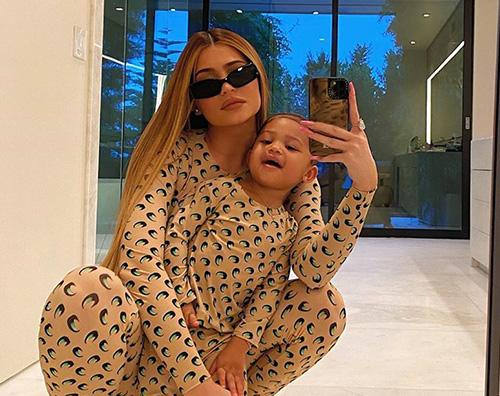 kylie jenner 1 Kylie Jenner mostra la sua Stormi su Instagram