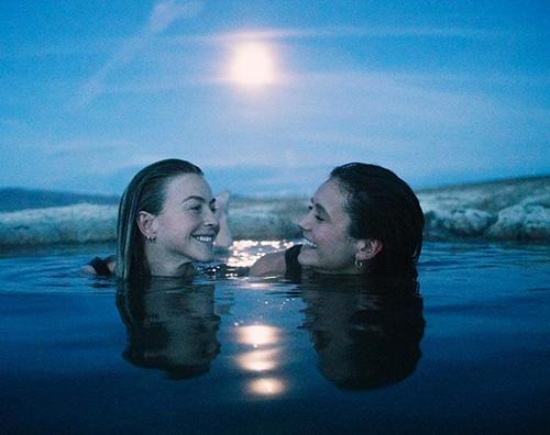 nina  Nina Dobrev, vacanza sulla neve con Julianne Hough