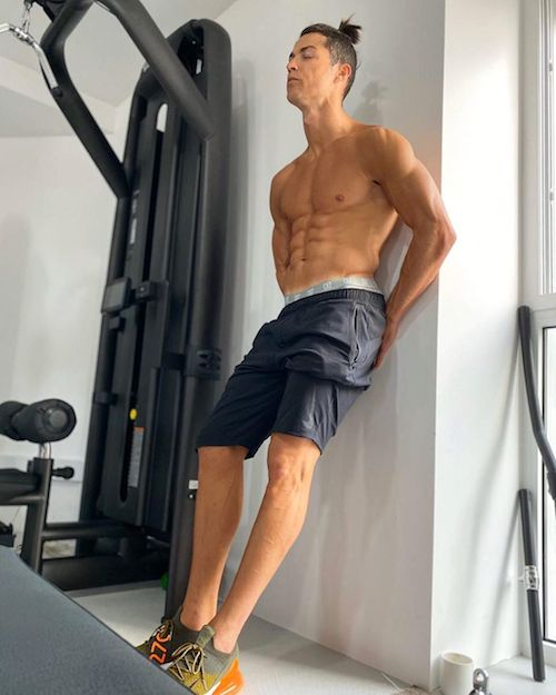 91859927 2843941965642716 5245131746540871310 n Cristiano Ronaldo, la quarantena è bollente