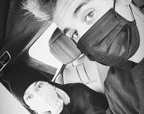justin bieber Justin e Hailey si proteggono con le mascherine