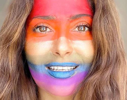 salma hayek Salma Hayek, un arcobaleno sul viso per dire grazie