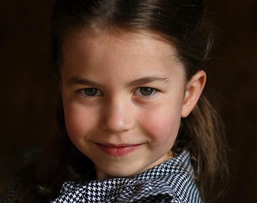 charlotte cover Le nuove foto ufficiali della Principessa Charlotte