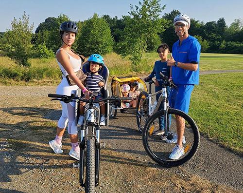 cr7 Cristiano Ronaldo in bici con la famiglia