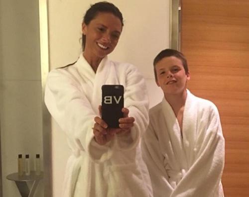 victoria beckham e cruz Cruz Beckham: A quanto pare mia madre sorride
