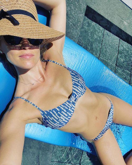 104074451 139434387731583 4748815373161985592 n Bar Refaeli in bikini su Instagram
