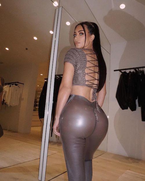 104873541 743820523110630 2457178352591551369 n Kim Kardashian, lato B strepitoso su Instagram