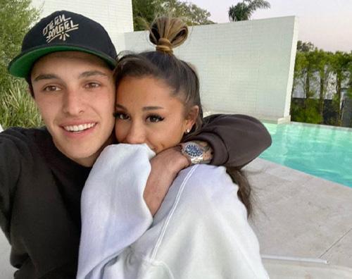 ariana grande Ariana Grande, compleanno in love