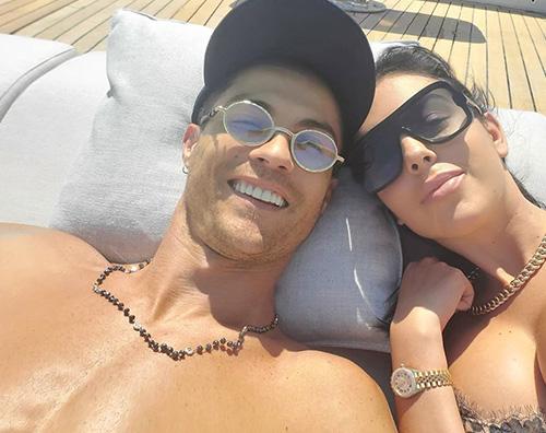 cr7 Cristiano Ronaldo e Georgina Rodriguez relax in mezzo al mare