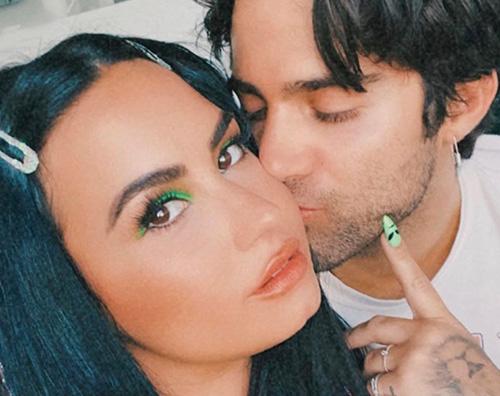 demi lovato Demi e Max romantici su Instagram