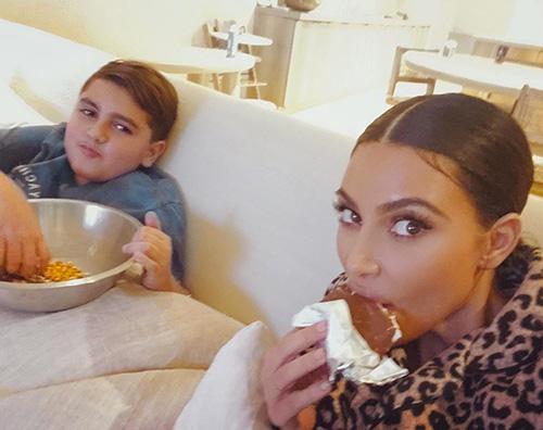 kim kardashian Kim Kardashian mangia junk food su IG