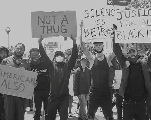 mgk 2 Machine Gun Kelly protesta a LA per i fatti di Minneapolis