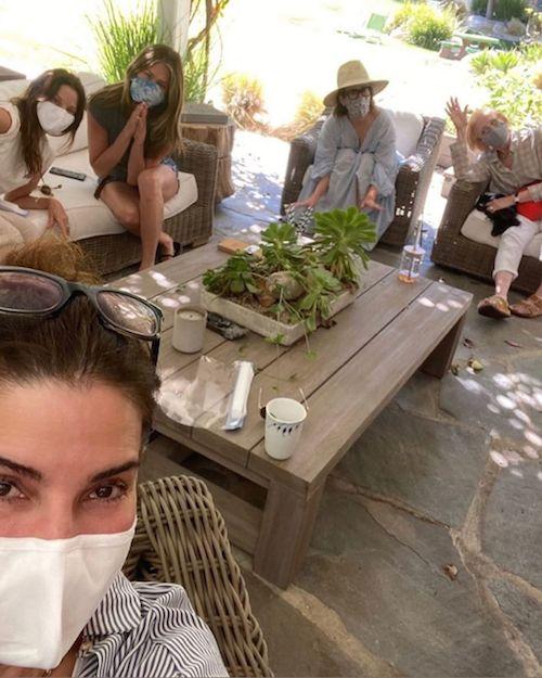 116437578 768477980575949 368432988117540628 n Sandra Bullock, party di compleanno con mascherina