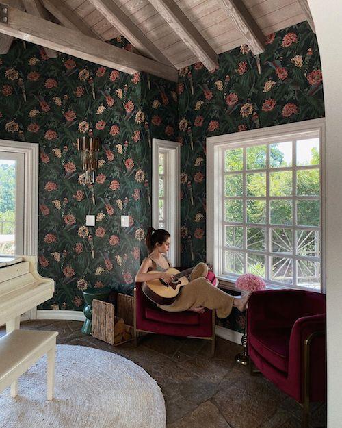 116560519 316063996258739 7743419601043902517 n Selena Gomez mostra la sua nuova casa su Instagram