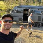 chris 7 150x150 Chirs Hemsworth, campeggio extralusso in famiglia