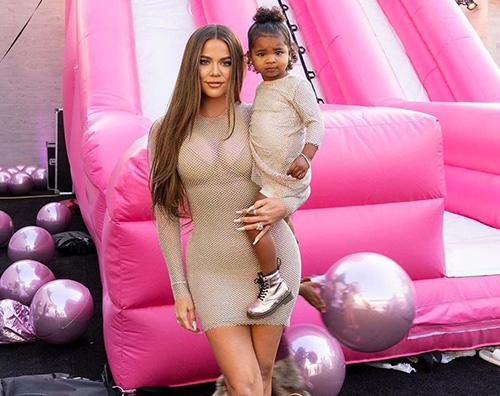 khloe kardashian Rob Kardashian ritorna sui social per il compleanno di Khloe