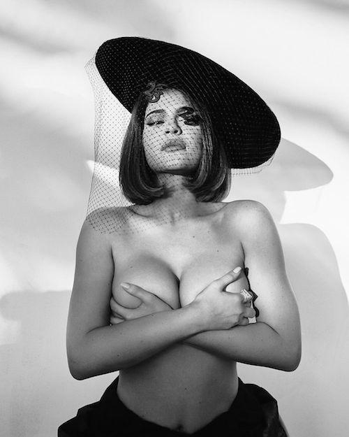 117368534 766145884158748 9114340758746738360 n Kylie Jenner in topless su Instagram