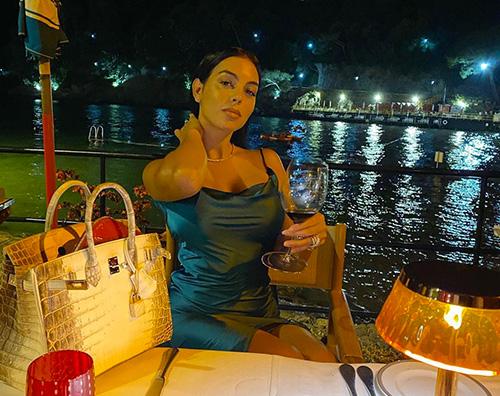 georgina rodriguez Georgina Rodriguez, serata romantica con CR7 a Portofino