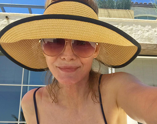 Michelle Pfeifer, selfie in piscina
