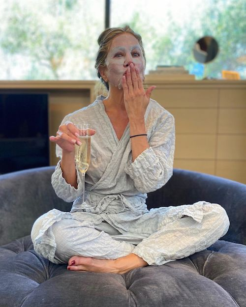119744329 365700631277578 6777323803333935462 n Jennifer Aniston, foto in camerino prima degli Emmy