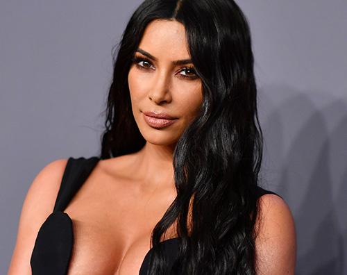 kim kardashian 1 Kim Kardashian, una sirenetta in piscina
