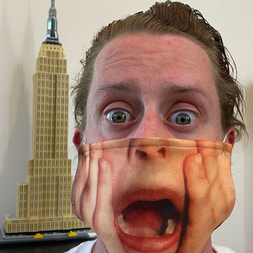 120899052 386506265698552 7301794131859510631 n Macaulay Culkin ha una mascherina irresistibile