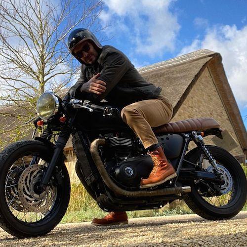121198926 806176630165774 5990012770342147301 n David Beckham, scampagnata in moto