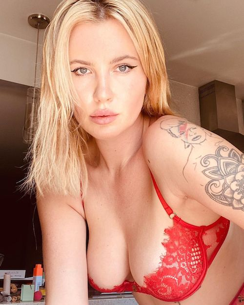 121448335 710724572864821 8978374274252589661 n Ireland Baldwin hot su Instagram