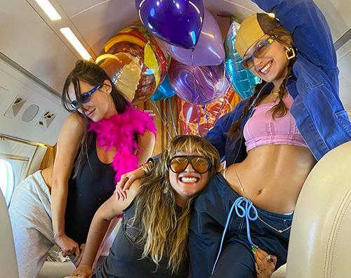 bella hadid Bella Hadid festeggia il compleanno con le amiche