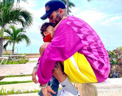 chris brown Chris Brown coccola suo figlio su Instagram