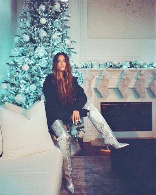 131890342 2595295367428981 6675471300257996548 n Khloe Kardashian è glam per Natale