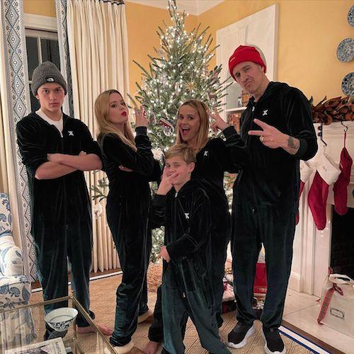 132493088 764818377575564 879354256155192572 n Reese Witherspoon con la sua famiglia su Instagram