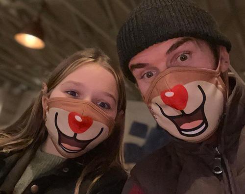 avid harper beckham David Beckham sfoggia la sua mascherina natalizia