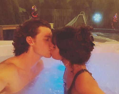 camila shawn Shawn Mendes e Camila Cabello idromassaggio di coppia a Natale