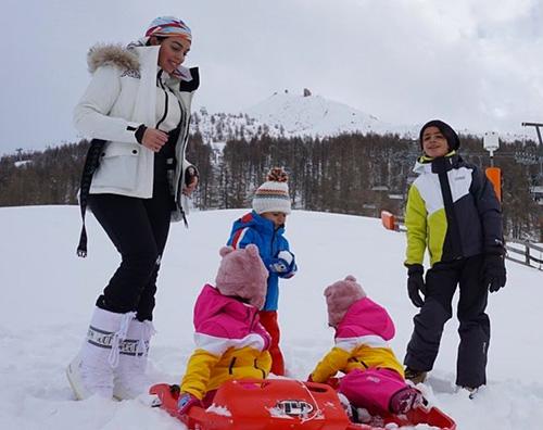 georgina Rodriguez 2 Georgina Rodriguez sulla neve con i bambini