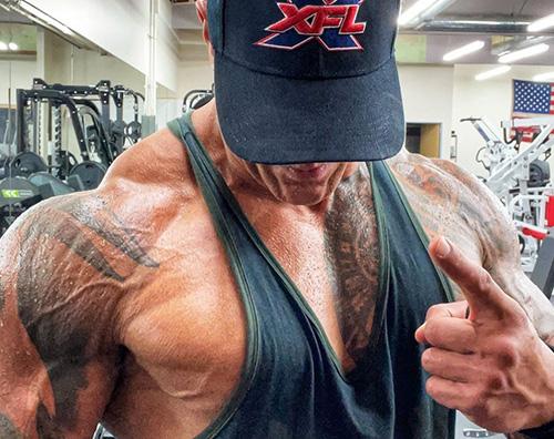 the rock Dwayne Johnson mostra i muscoli su Instagram
