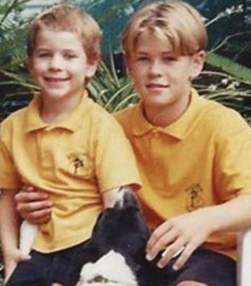 137252796 438269810709728 6003450025139690623 n Chris e Liam Hemswroth, la foto da bambini diventa virale