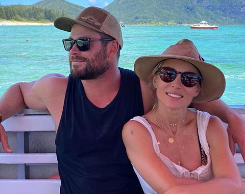 chris hemsworth Chris ed Elsa, vacanza al mare con i bambini