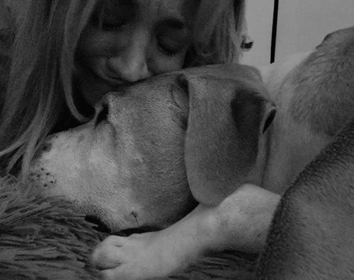 kaley cuoco Kaley Cuoco piange la morte del suo adorato cane