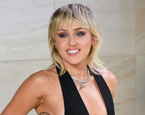 miley Miley Cyrus hot per fare la spesa