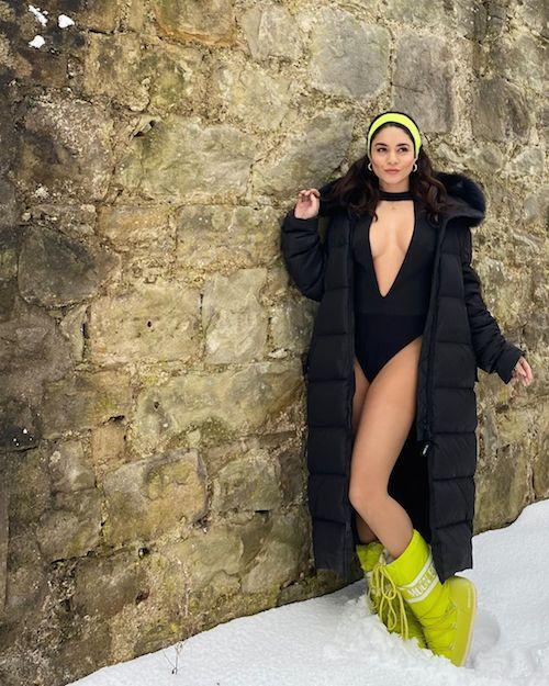 147273908 492446308435871 6641985300125898813 n Vanessa Hudgens in costume sulla neve