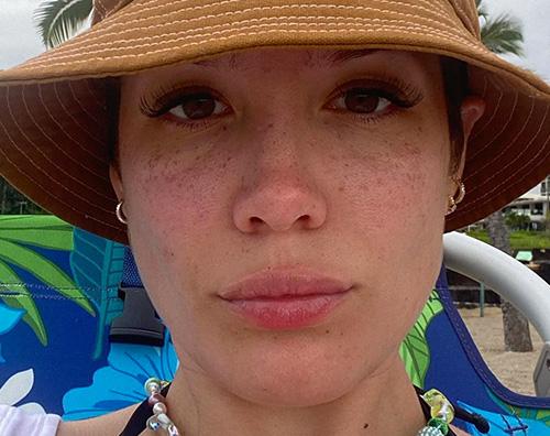 halsey Halsey: È strano vedere il mio corpo che cambia
