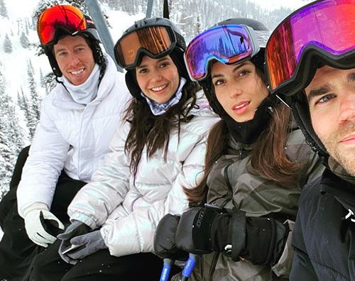 nina dobrev Nina Dobrev e Paul Wesley, vacanza sulla neve in quattro