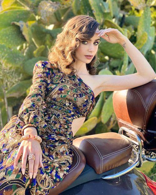 154732721 1802261016623120 8355529305457158036 n Lily Collins elegantissima per i Golden Globes 2021