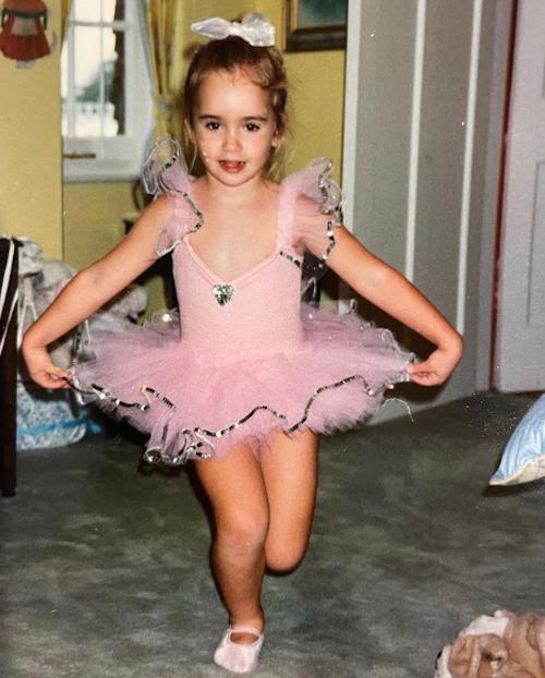 Schermata 2021 03 19 alle 12.53.11 Lily Collins è una ballerina su Instagram