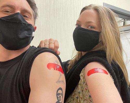 amanda seyfried 1 Amanda Seyfried si è vaccinata contro il Covid 19