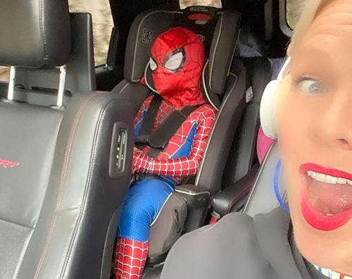 pink Pink viaggia insieme a Spider Man