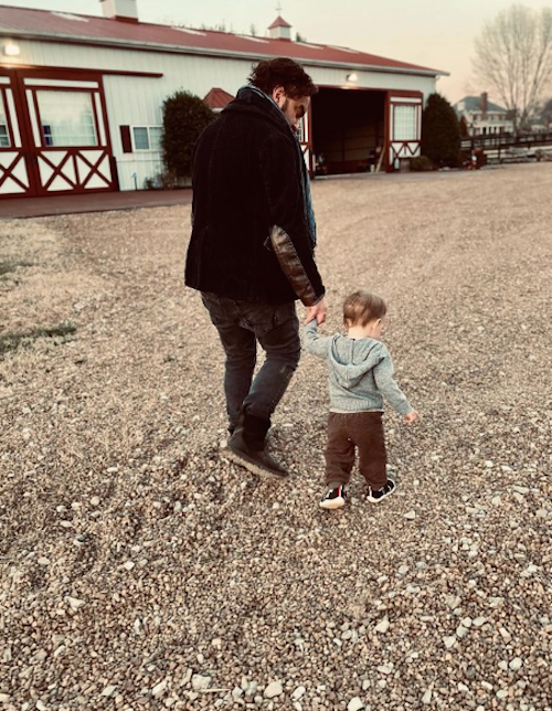 Schermata 2021 04 01 alle 13.02.20 Johnny Galecki papà dolce su Instagram